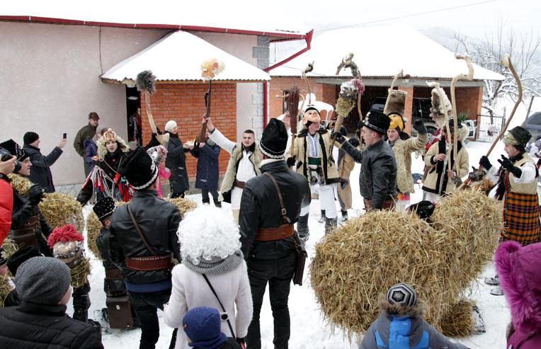 Традиционное празднование маскарад Маланка на Буковине (фото взято с сайта города storozhynets.info)